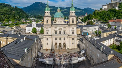 Salzburg City: Jedermann Stage in Front of the Cathedral © Salzburg Tourism, Photographer: Breitegger Günter